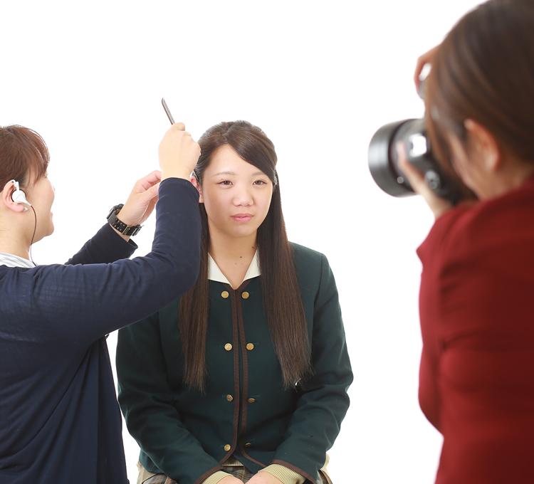 表情のつくり方・姿勢の正し方をプロのカメラマンがアドバイス!